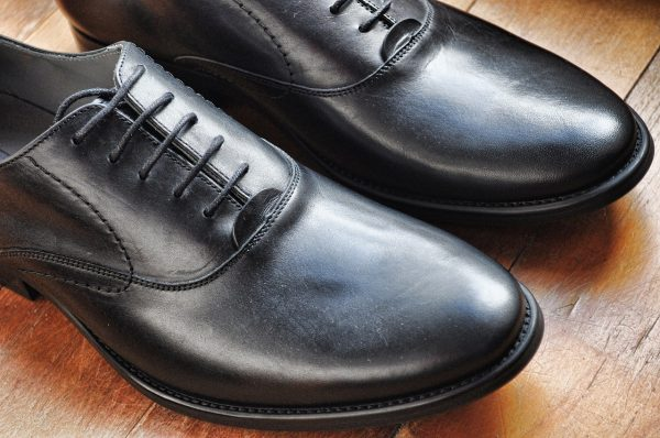 Comment réussir le glaçage des chaussures en cuir?