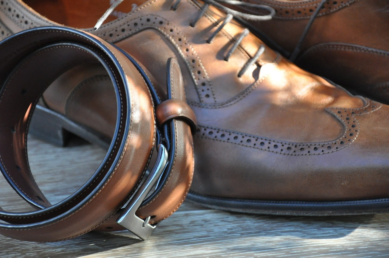 Choisir entre chaussure italienne en cuir ou synthétique