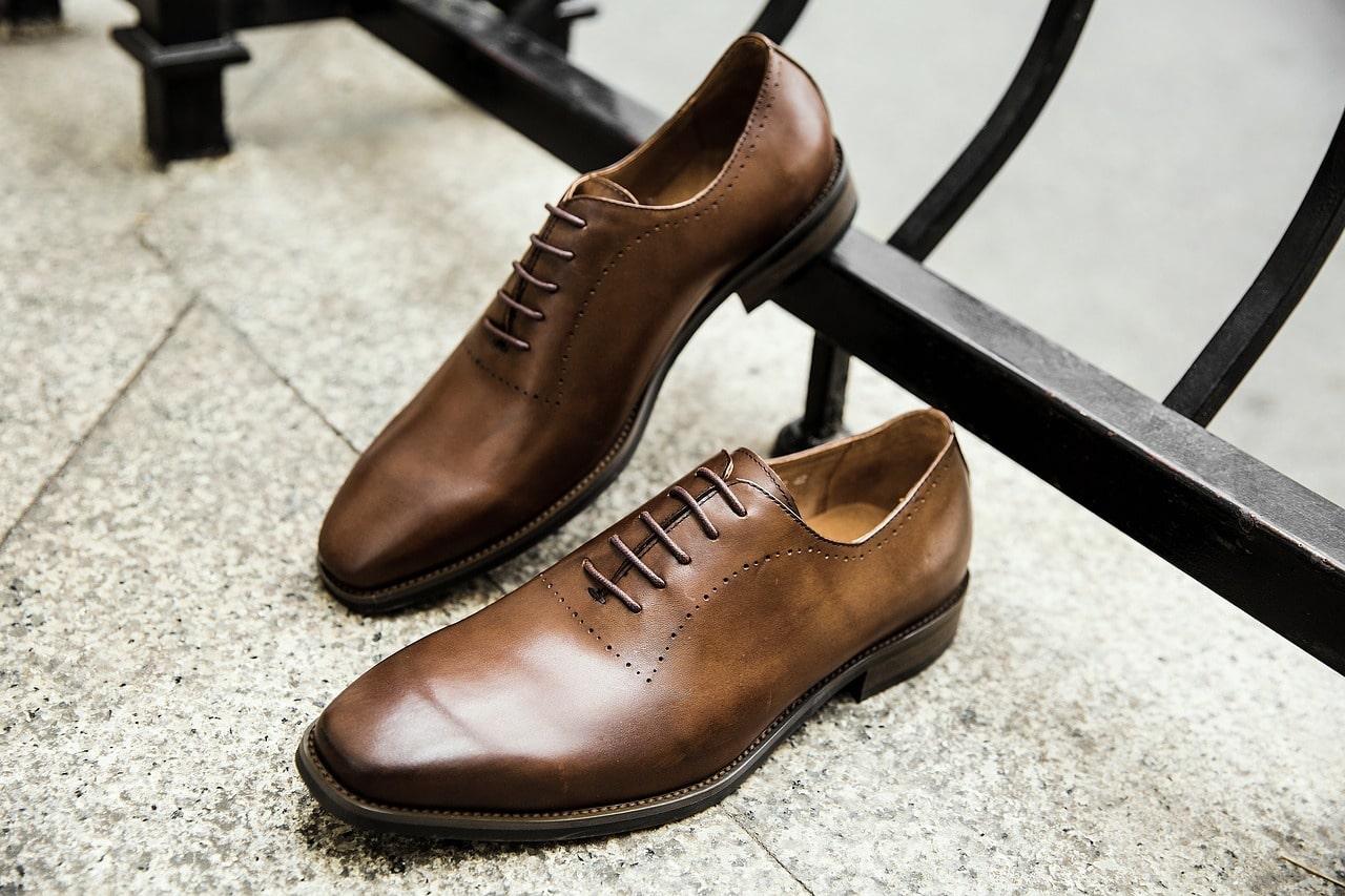 Choisir entre chaussure italienne noire ou marron ?