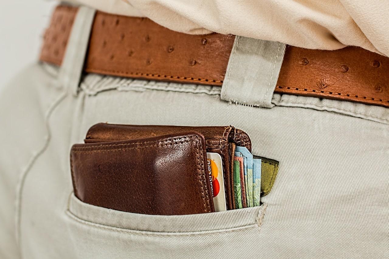 Choisir entre portefeuille à bouton ou à rabat