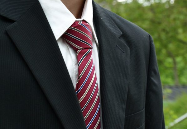 Choisir une cravate homme en chambray