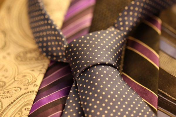 Choisir une cravate homme en polyester