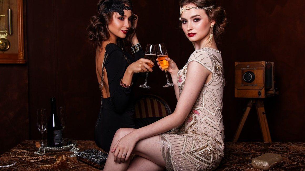 femme avec une robe de style vintage
